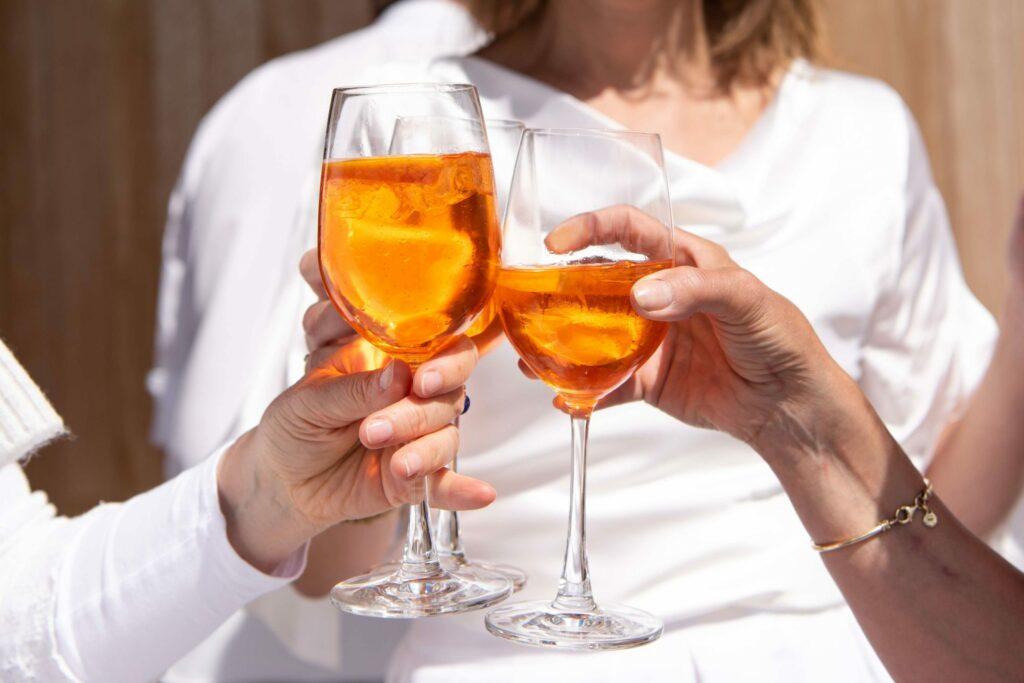 cocktails alcoholvrij terras zomer BBQ trouwfeest sprizz bitter