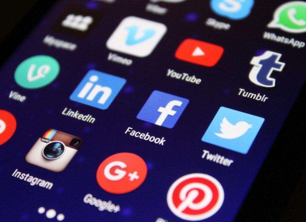 social media facebook linkedin instagram alcoholvrij contact